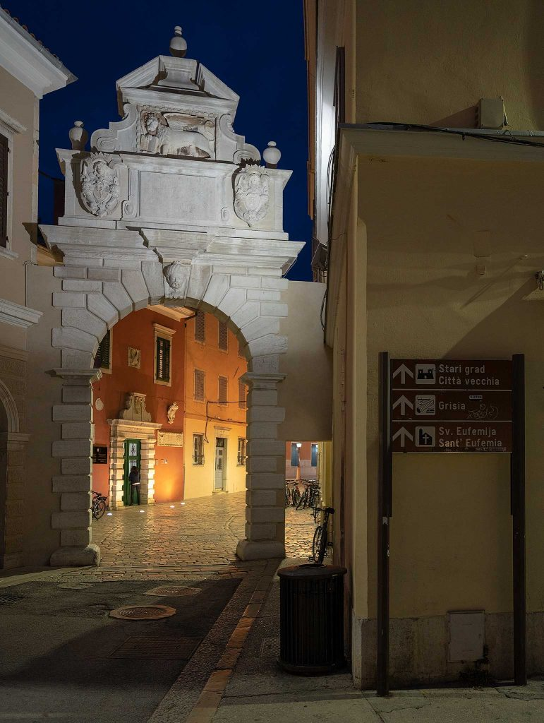 Balbi Arch at night